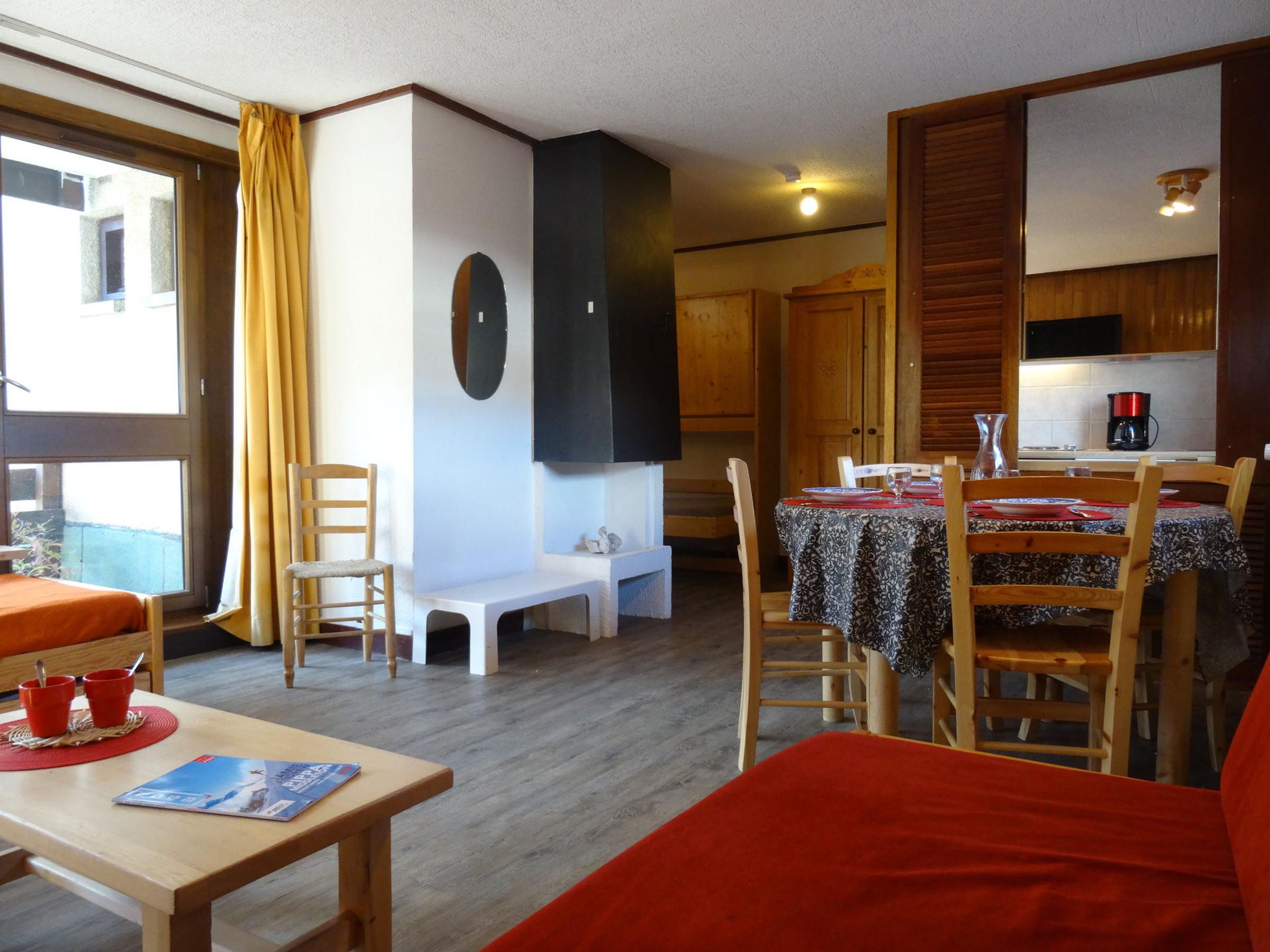 Appartement 2 pièces 5 personnes à Tignes proche des pistes et des commerces dans le quartier du Val Claret Appartement situé au 2ème étage d une grande résidence au coeur du quartier Grand espace de vie bien